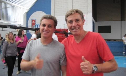 Luciano Huck vai a São Roque para gravação de quadro do 'Caldeirão'