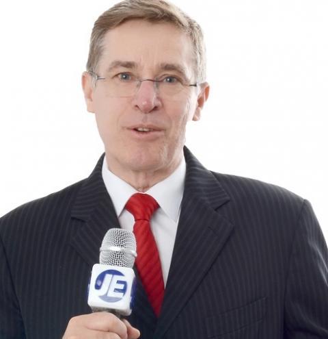 Carlos Mello é jornalista e atua como Mestre de Cerimônias em Eventos Empresariais e Sociais